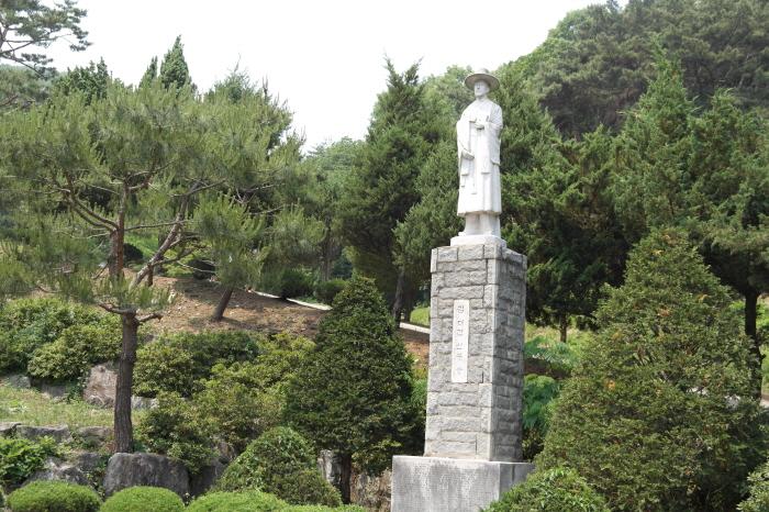 성 김대건신부님 동상