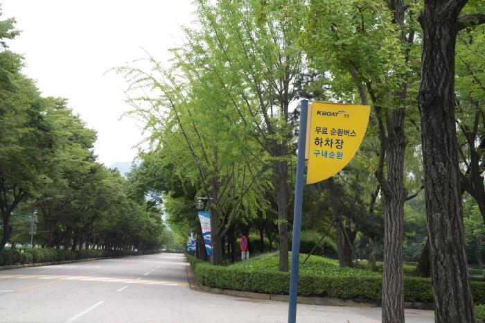 무료 순환버스 하차장 구내순환 표지판