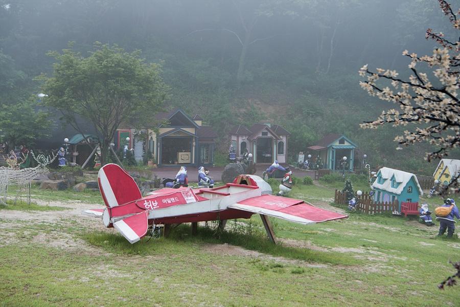 비행기모형의 조형물
