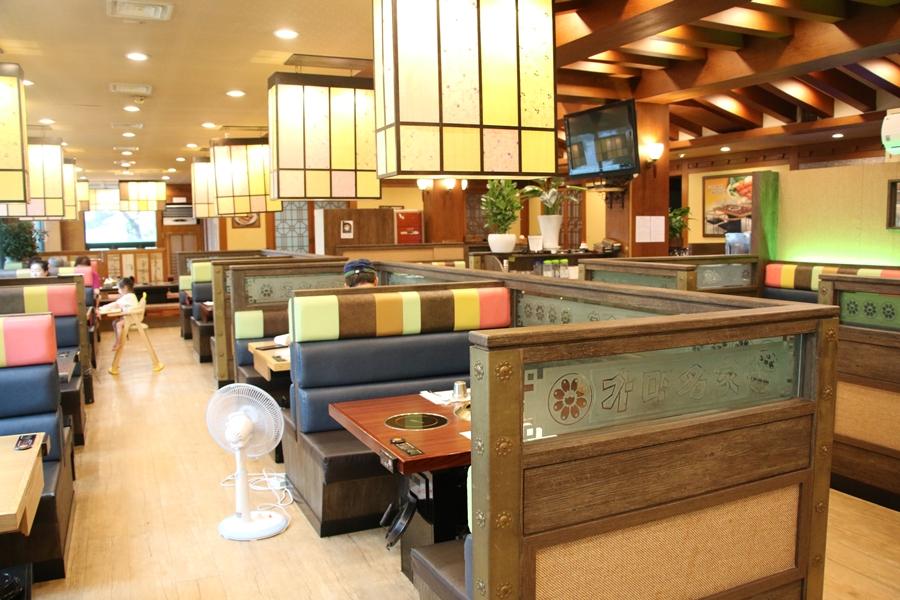 한가한 식당 내부