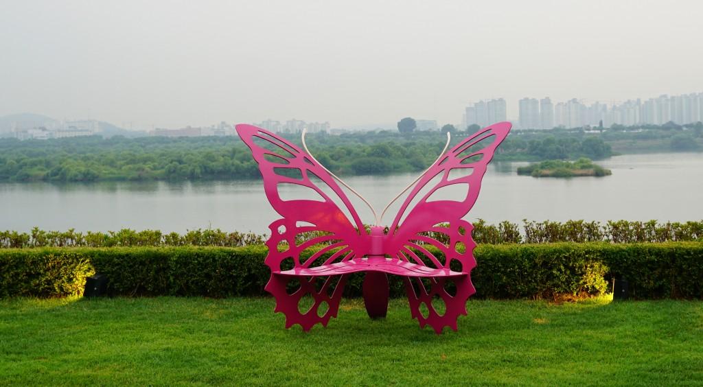 나비모양의 벤치