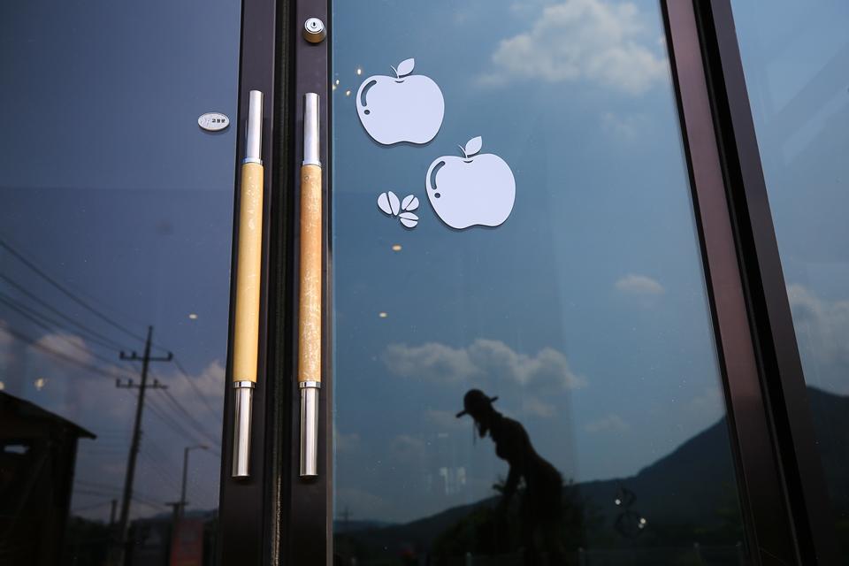 카페 입구문