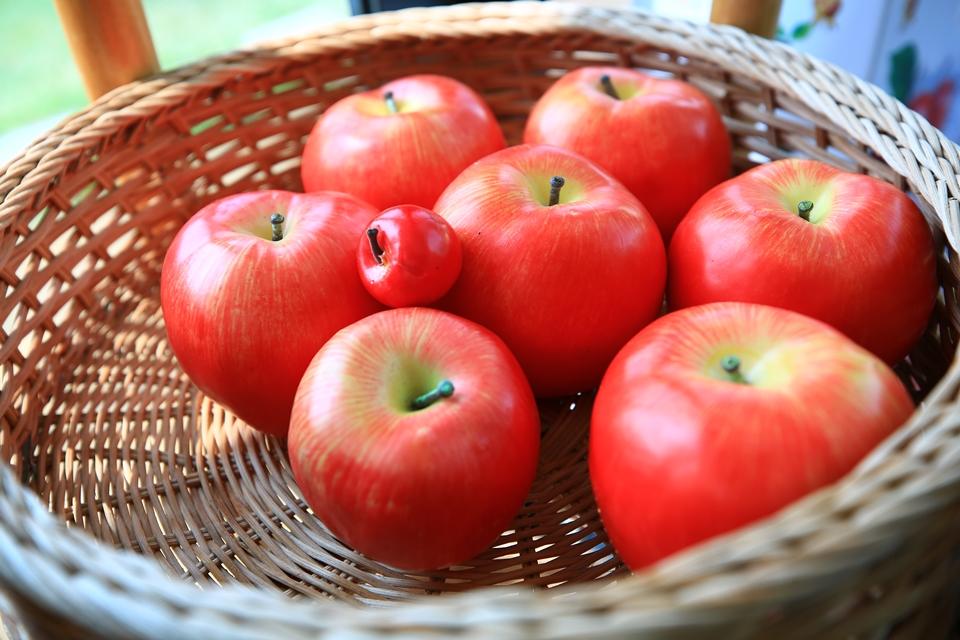 바구니에 담긴 사과들
