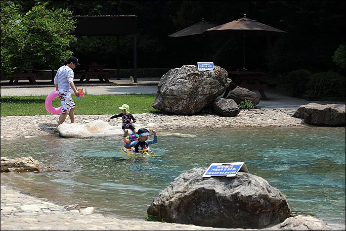 물놀이 하는 아이들