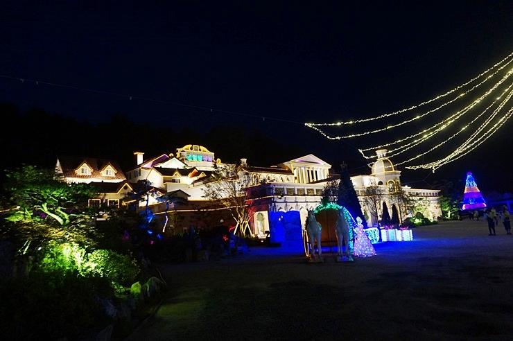 야간등이 밝혀진 허브아일랜드 전경