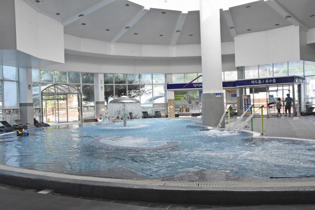 온천수영장