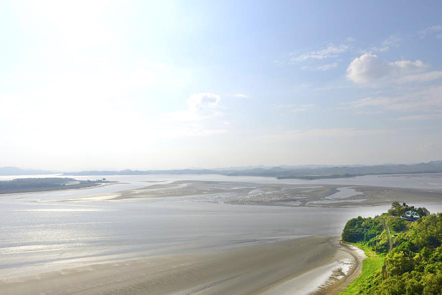 북쪽을 향하는 한강과 임진강의 풍경