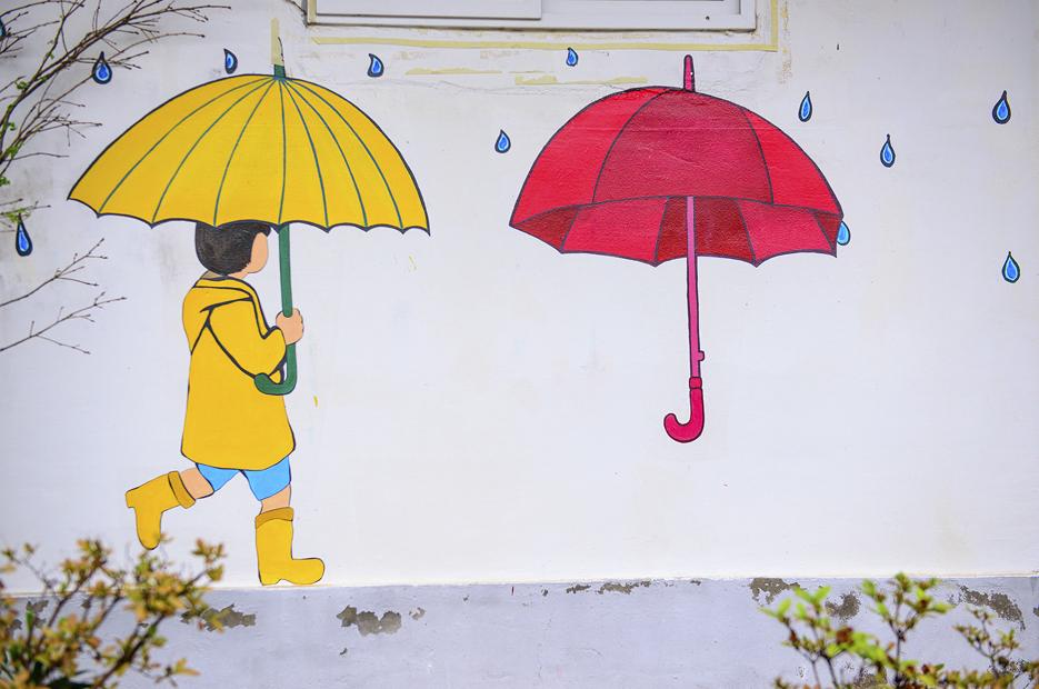 우산을 들고있는 아이 벽화