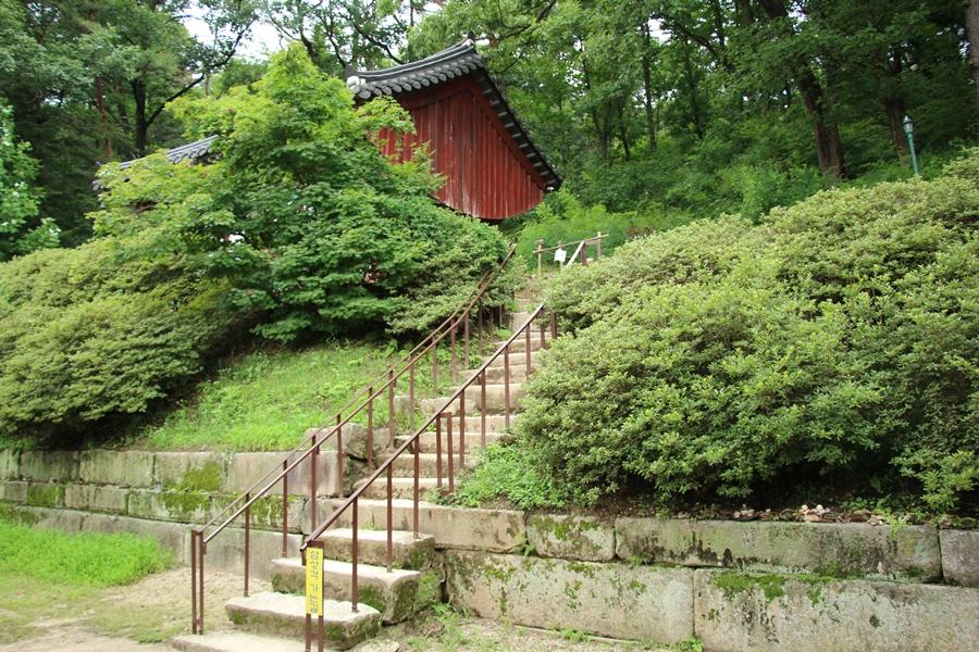 계단길 앞
