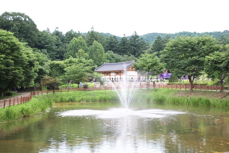 봉선사 연못 분수대