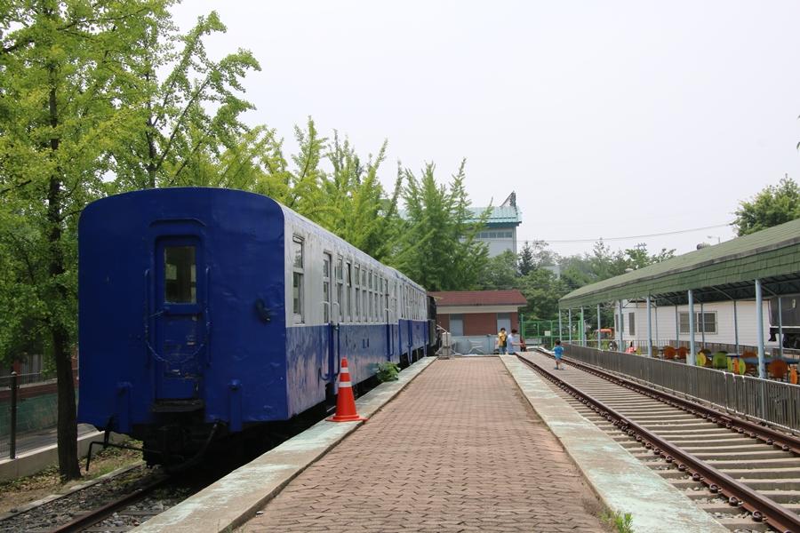철로와 기차