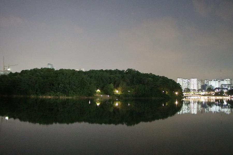 인공섬을 배경으로 한 야경