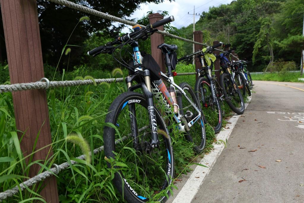 남한강자전거길위의 세워놓은 자전거 모습
