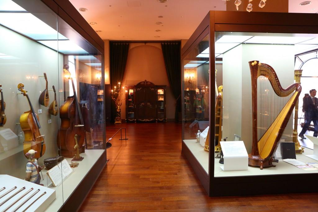 프라움악기박물관의 악기 전시 모습