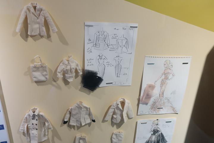바비인형 의상 스케치와 샘플