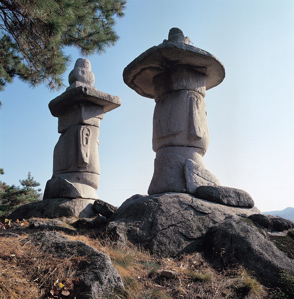 Two Rock-carved Standing Buddhas in Yongmi-ri