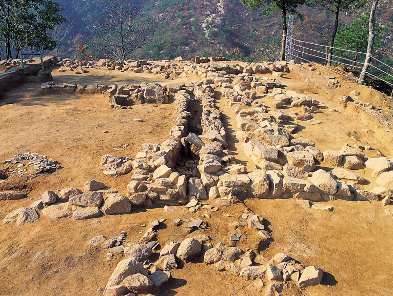 Forts in Achasan Mountain