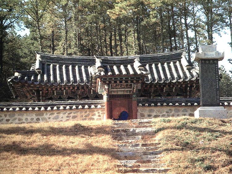 Samgang Memorial Gate of Seoheung Kim's Clan2