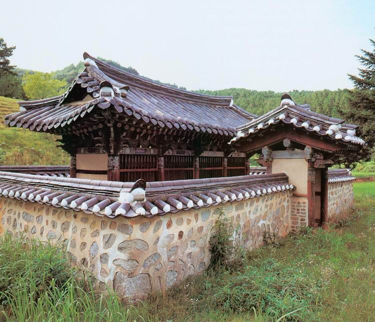Samgang Memorial Gate of Seoheung Kim's Clan