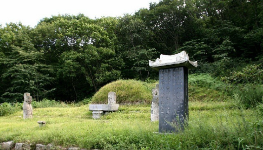 Grave of General Lee Jongmu