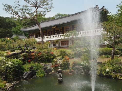 Bongyeongsa Temple, Suwon