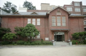 アダムス記念館