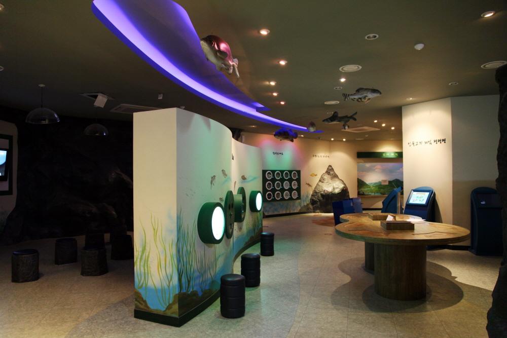 淡水魚生態学習館