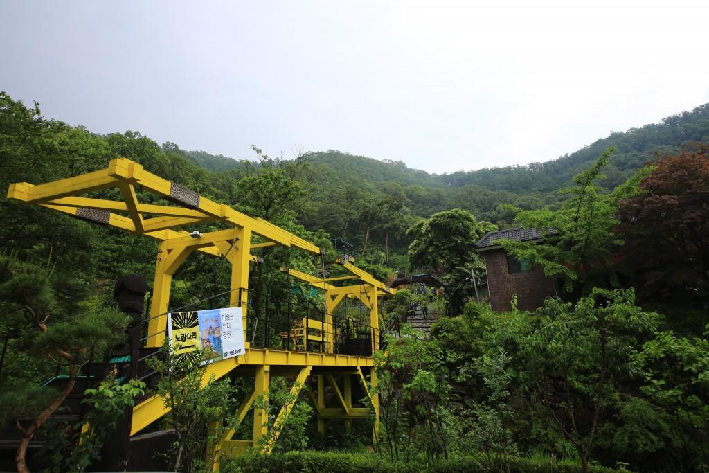 黄色い橋の美術館