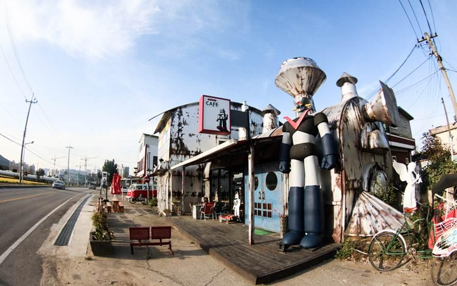 杨平机器人咖啡厅