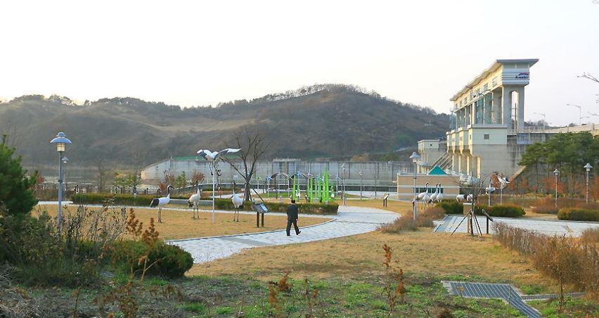 丹頂鶴主題公園(두루미 테마공원)