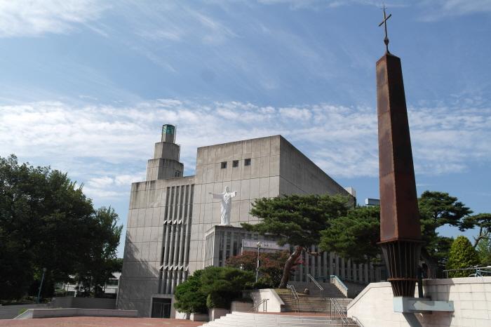 安城九苞洞天主教堂(안성 구포동 성당)